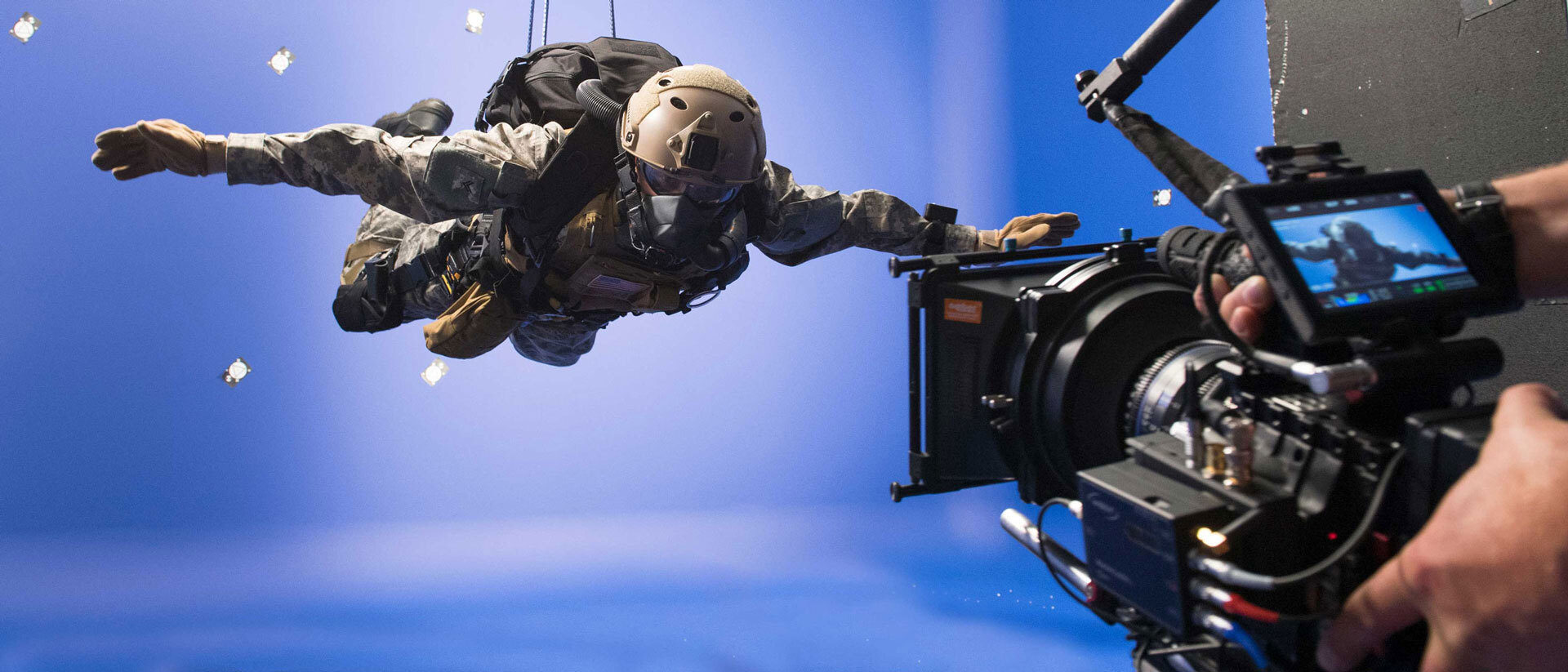Blue screen compositing with wire removal skydive soldier compositing