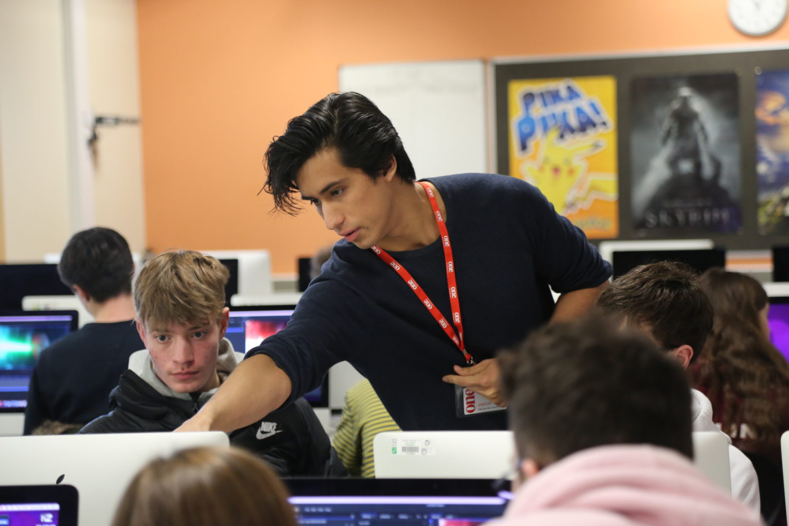 Javert Valbarr - FXhome's VFX artist and product expert teaching students with AccessVFX