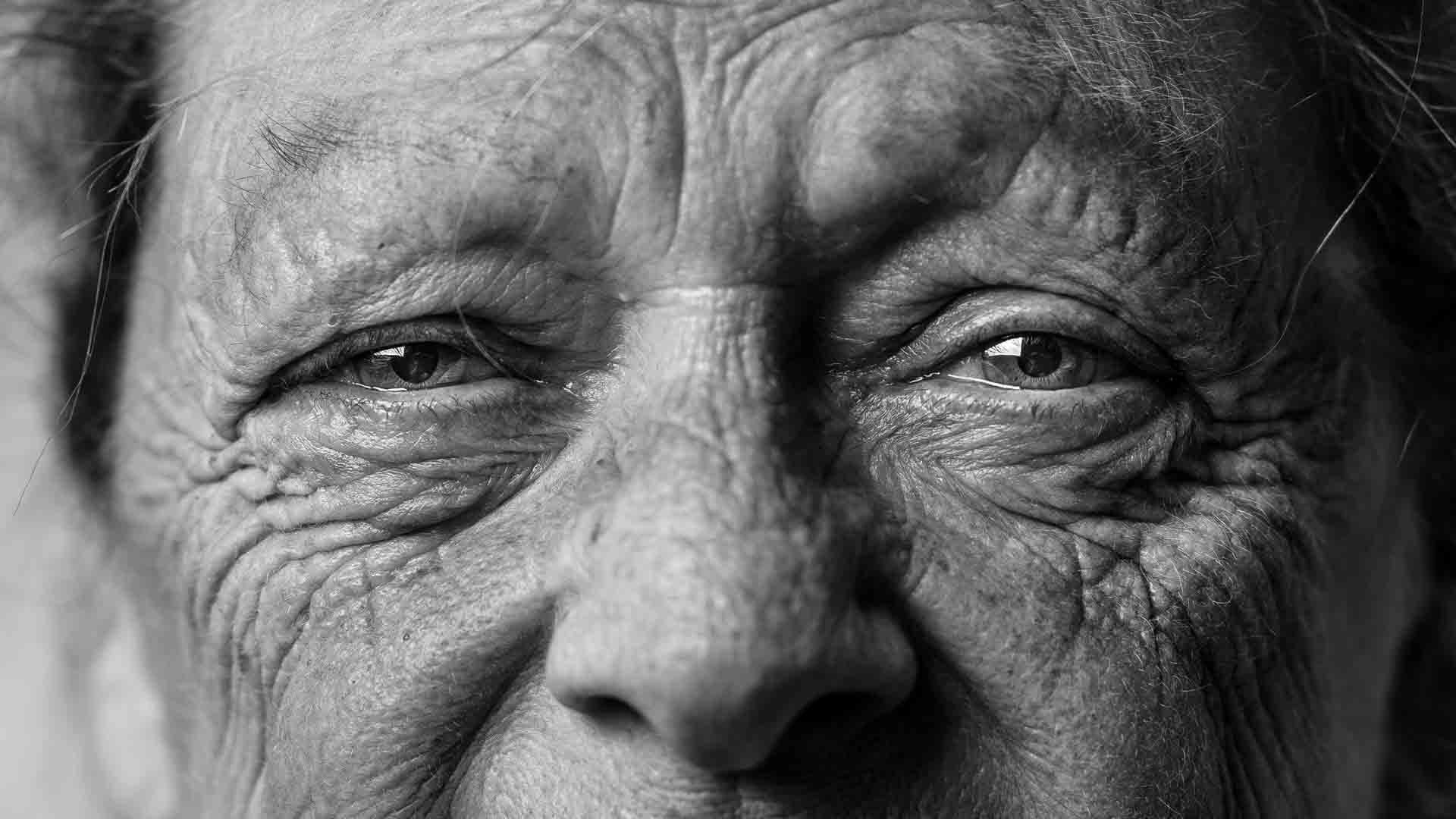 How to use depth of field to draw attention to a subject - old man close up portrait