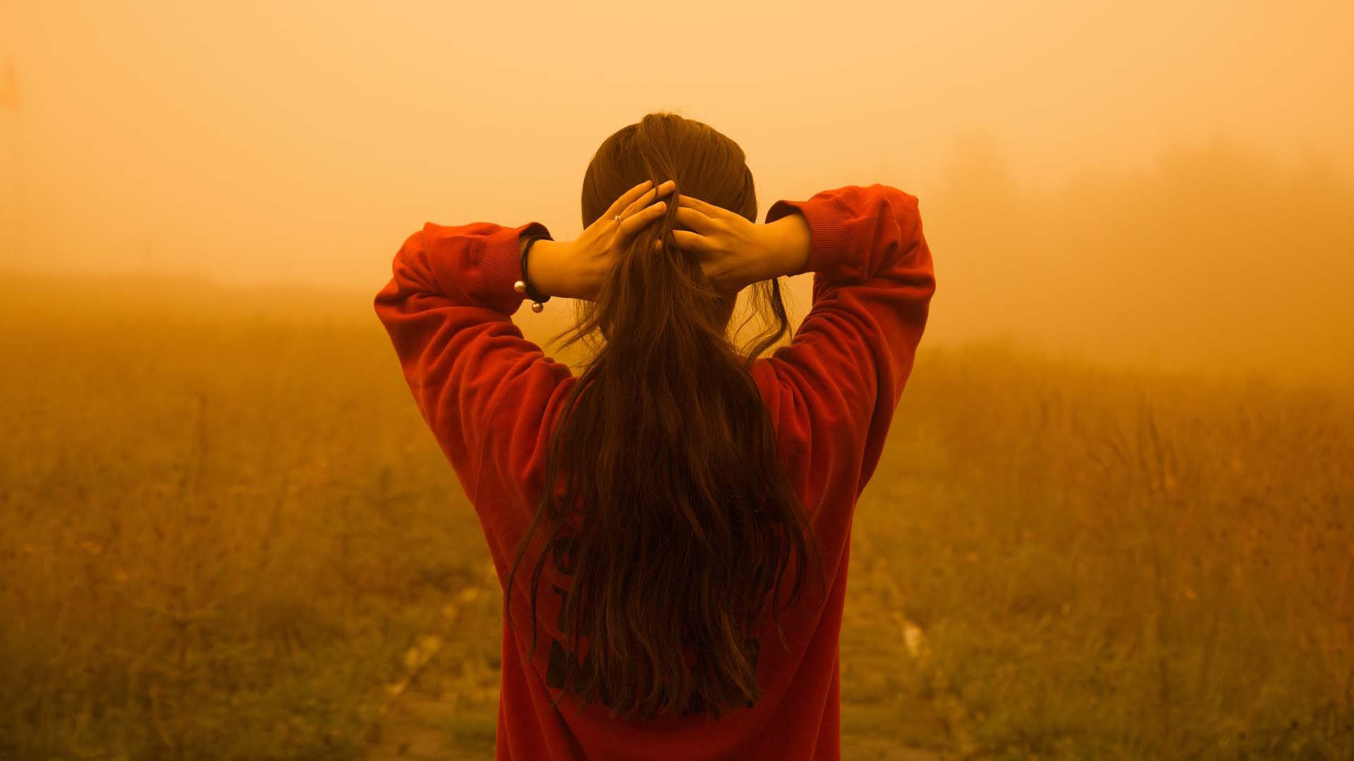 Atmospheric effects - other ways to create depth in photography - girl in hazy field